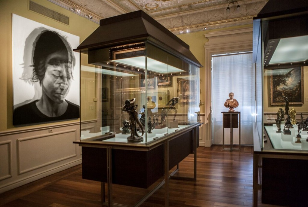 Vista  de la   sala   16   del  Museo Lázaro Galdiano con  la  obra  de  Sergio  Luna  Lo  difuso I,  2009   Colección DKV  © Tofiño