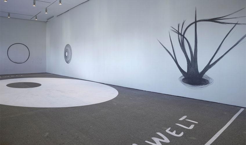 """Dora García. Vista de sala de la exposición """"Dora García. Segunda vez"""" en el Museo Reina Sofía"""