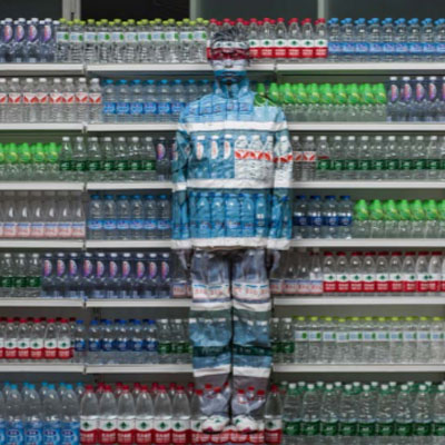 Liu Bolin, Water Crisis, de la série « Hiding in the City », 2013 © Liu Bolin / Courtesy Galerie Paris-Beijing