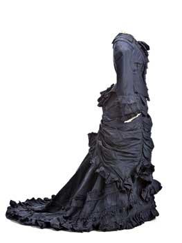 Traje con polisón, hacia 1880. Museo del Traje, Madrid