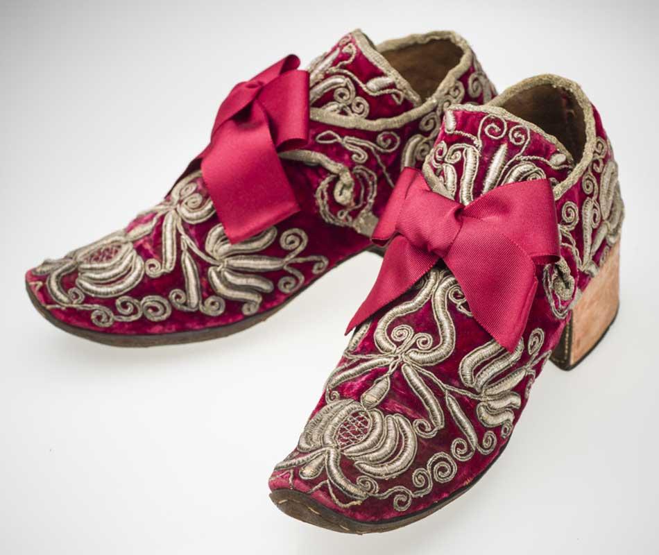 Zapatos masculinos, s. XVII. Museo del Disseny de Barcelona
