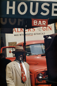 Saul Leiter. Harlem, 1960 © Saul Leiter Foundation. Cortesía de la Gallery FIFTY ONE