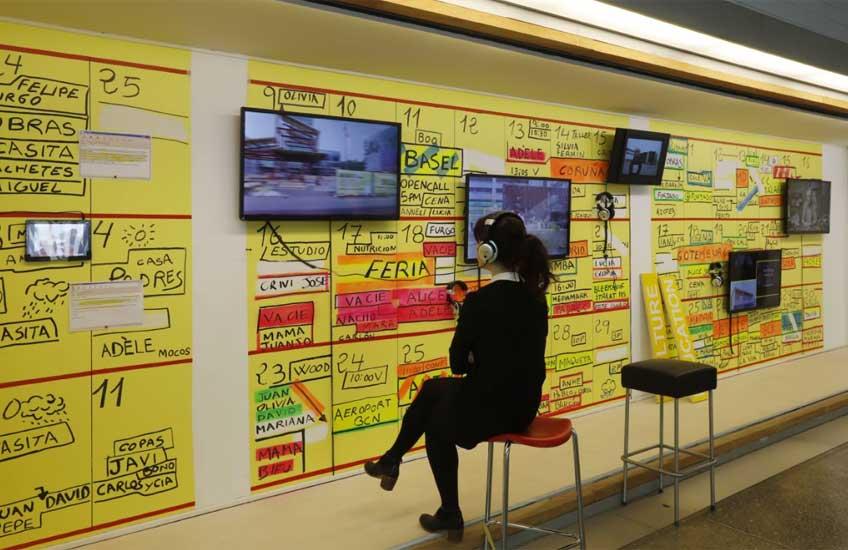 """Vista de la exposición """"Usted está aquí. 20 años de Recetas Urbanas"""" en el MUSAC"""