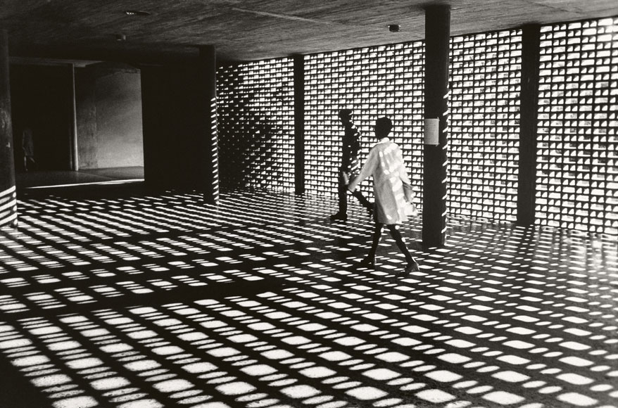 Paolo Gasparini. Transparencia, Ciudad Universitaria de Caracas, arquitectura de Carlos Raúl Villanueva, 1967 -1970 . Colecciones Fundación MAPFRE © Paolo Gasparini