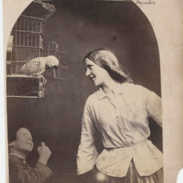 Oscar Rejlander. Enchanted by a Parrot (Mary Rejlander?), hacia 1860. Talbott Hillman Collection, Nueva York