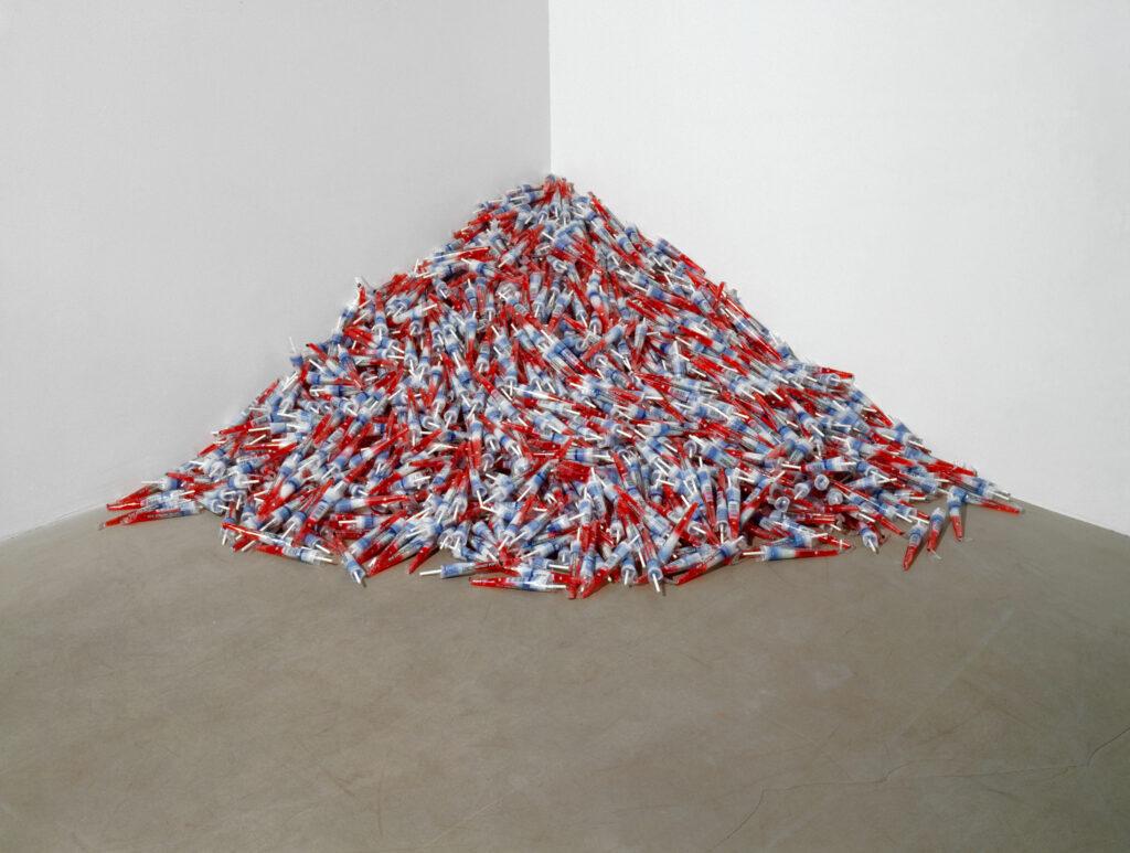 """Félix González-Torres. """"Untitled"""" (Para un hombre en uniforme), 1991"""