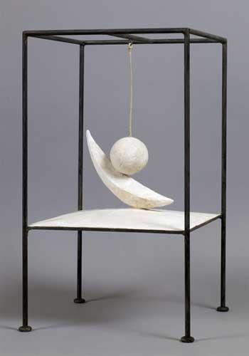 Alberto Giacometti. Bola suspendida (Boule suspendue), 1930–31 (versión de 1965). Fondation Giacometti, París © Succession Alberto Giacometti ,VEGAP, Bilbao, 2018