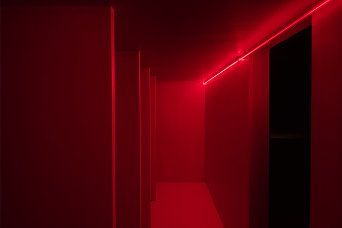 Lucio Fontana. Ambiente spaziale a luce rossa, 1967-2017. HangarBicocca