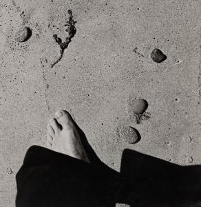 Raoul Hausmann. Sin título (pie en la arena), hacia 1931
