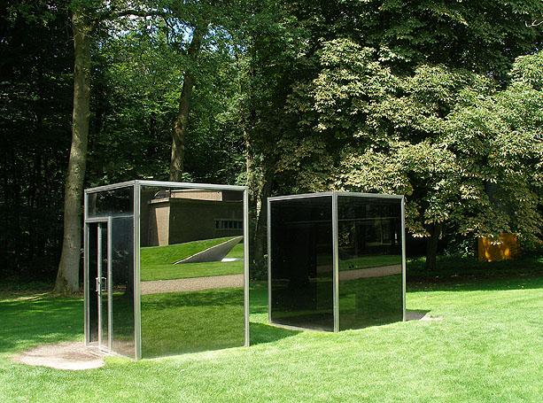 Dan Graham. Two adjacent pavilions. Instalación artística