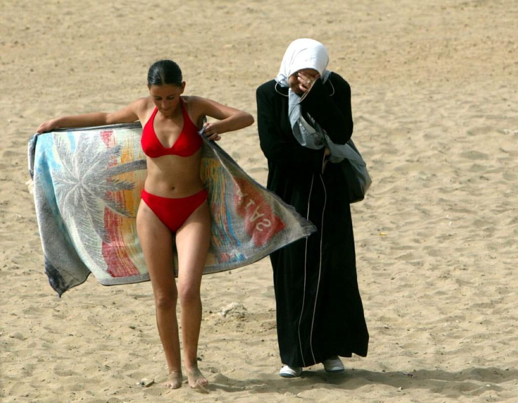 Zohra Bensemra A girl, 2003