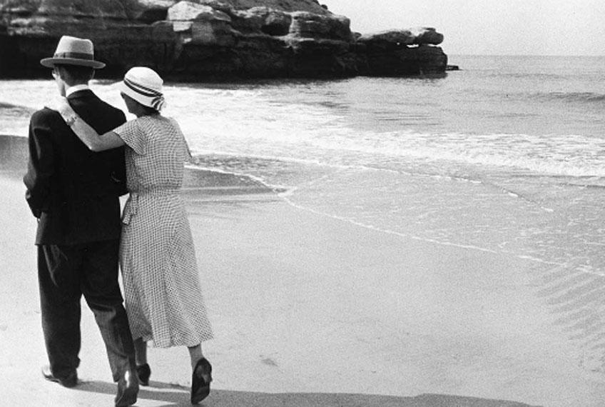 René-Jacques. Couple sur la plage, Royan, 1932. © ministère de la Culture /Médiathèque de l'architecture et du patrimoine / Donation René-Jacques