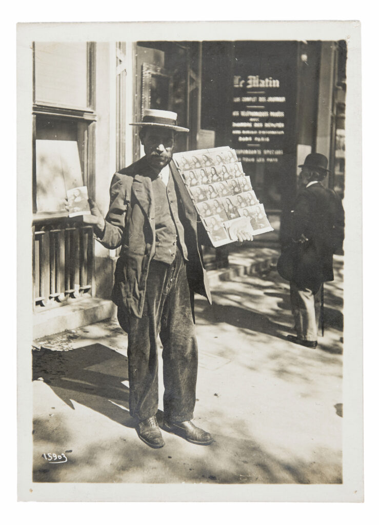 Agence Meurisse. Postkarten-Verkäufer in Paris, 1911. Jacques Herzog und Pierre de Meuron Kabinett, Basel