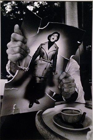 Pierre-Andrè Boutang rasgando una fotografía de moda. París, 1966. Exposición cámara Leica Espacio Fundación Telefónica