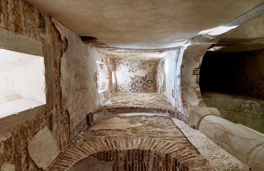 Interior de San Miguel de Lillo. Estado final de la nave sur tras la restauración