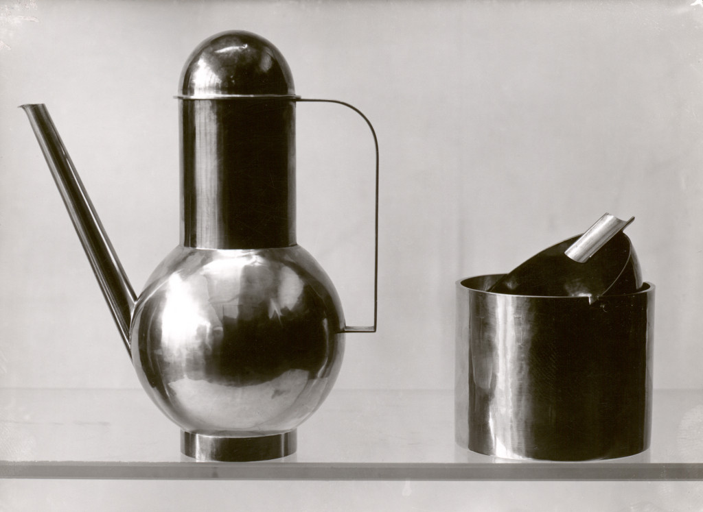 Lucía Moholy. Bauhaus metal workshop, objects designed by Marianne Brandt, 1924. Bauhaus-Archiv, Berlín