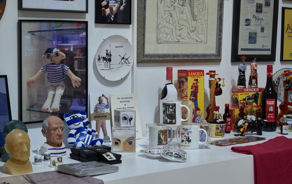 """Vista de la exposición de Rogelio López Cuenca """"Yendo leyendo, dando lugar"""" en el Museo Reina Sofía. Fotografía: Joaquín Cortés/ Román Lores. Archivo fotográfico del Museo Reina Sofía"""