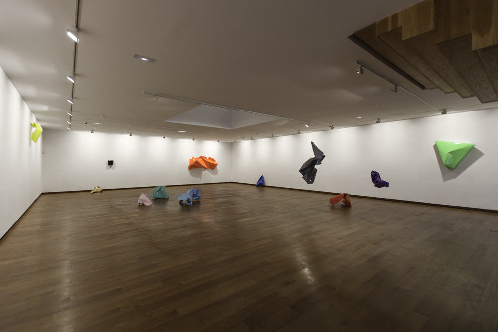 Carlos Maciá. Instalación de la serie Makers en la Fundación Luis Seoane, 2017