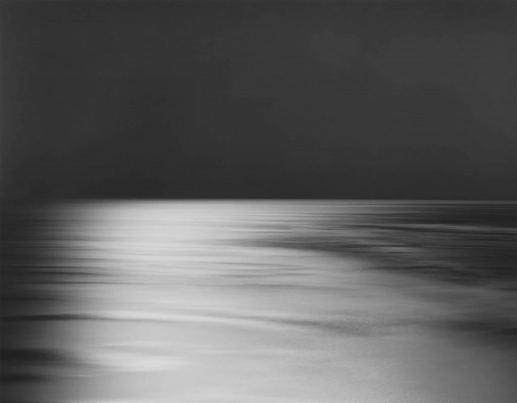 Hiroshi Sugimoto. Bay of Sagami, Atami [Golfo de Sagami, Atami], 1997. Impresión a la gelatina de plata. Cortesía del artista. © Hiroshi Sugimoto