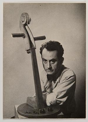 Autoportrait avec Emak Bakia, 1935 © Man Ray Trust, VEGAP, Madrid, 2019