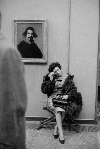 © Ramón Masats. S/T. Museo del Prado, circa 1960. Cortesía Galería Blanca Berlín