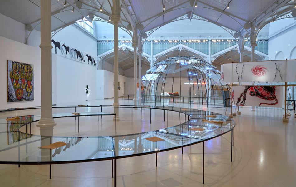 """Vista de la exposición """"Mario Merz. El tiempo mudo"""" en el Palacio de Velázquez"""