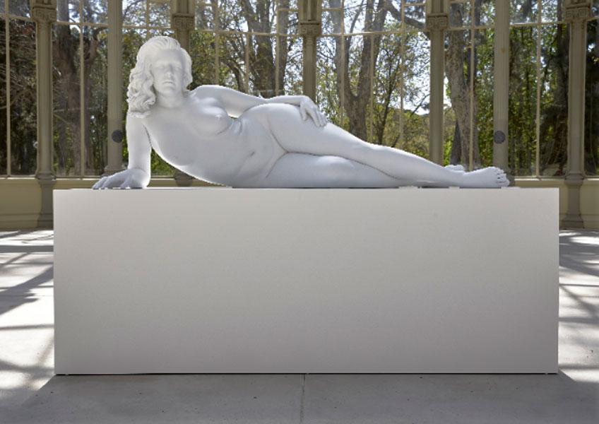 Charles Ray. Mujer recostada, 2018