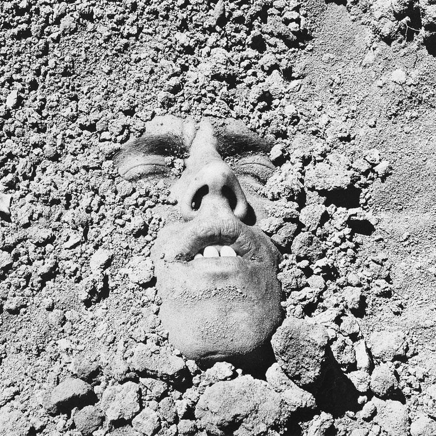 Peter Hujar. Sin título (Rostro en la tierra), 1991