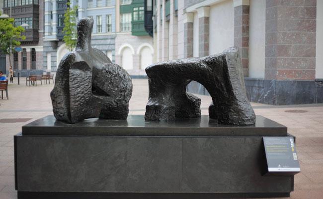 Henry Moore. Figura reclinada en dos piezas núm. 2, 1960. Fundación Henry Moore: donación del artista en 1977.