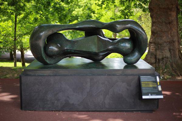 Henry Moore. Formas conectadas reclinadas, 1969