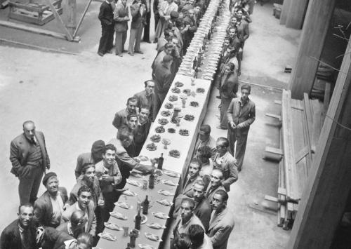 Nicolás Muller. Comida de empresa. Madrid, 1950. Archivo Regional de la Comunidad de Madrid. Fondo Nicolás Muller