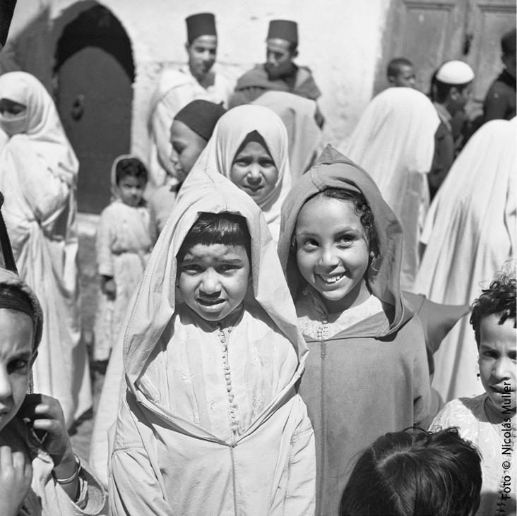 Nicolás Muller. Grupo de niñas. Tánger, 1945. Fondo Ana Muller