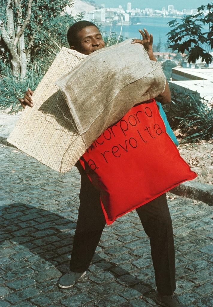 Hélio Oiticica. 15 Parangolé Cape 11, I Embody Revolt (P15 Parangolé Capa 12, Eu Incorporo a Revolta), 1967
