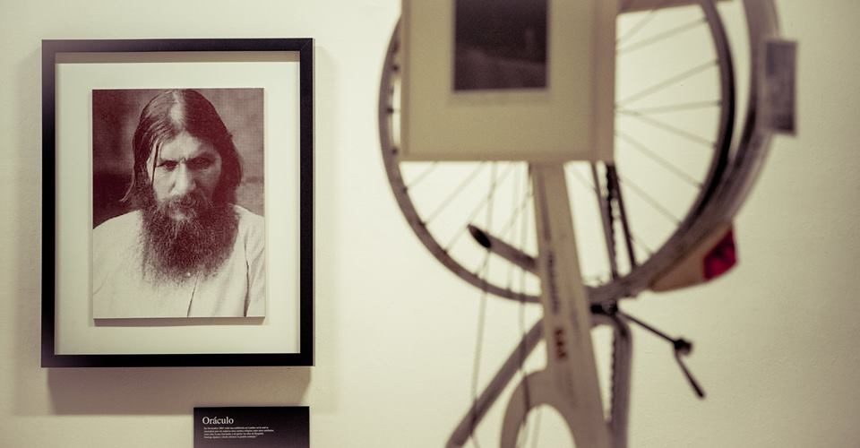 Vista de la exposición de la Colección ARTIUM en en la Sala del Ayuntamiento de Logroño