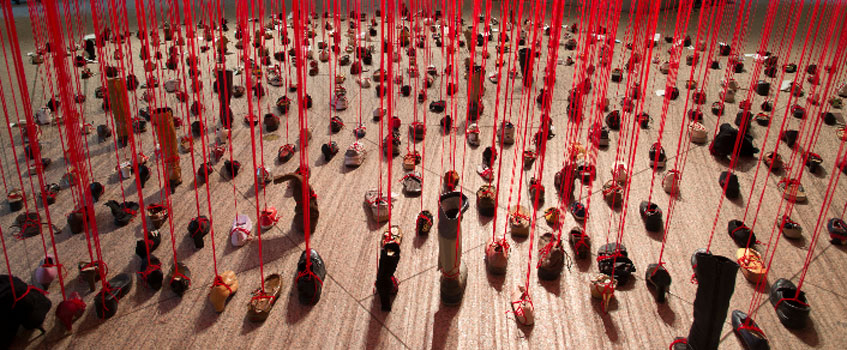 Chiharu Shiota. Perspectives, 2014. Freer Gallery of Art and Arthur M. Sackler Gallery Smithsonian Institution, Washington D.C. Foto: Cory Grace/John Stantes