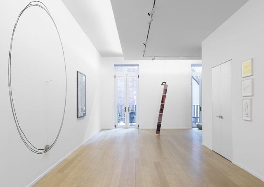 """""""Keiji Uematsu: Invisible Force"""" en la Simon Lee Gallery"""