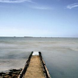 Objetos de deseo y memoria trágica en la playa