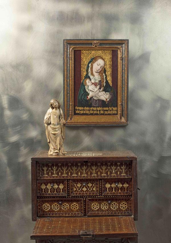 Virgen de la Leche del Maestro del Brocado Dorado, Figura femenina atribuida a Pere Joan y escritorio de nogal con taracea. Artur Ramón Art