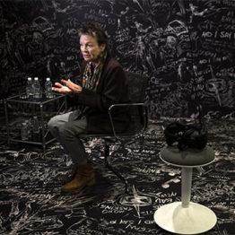 "Lenguaje sin límites. Laurie Anderson trae su ""Chalkroom"" a Madrid"