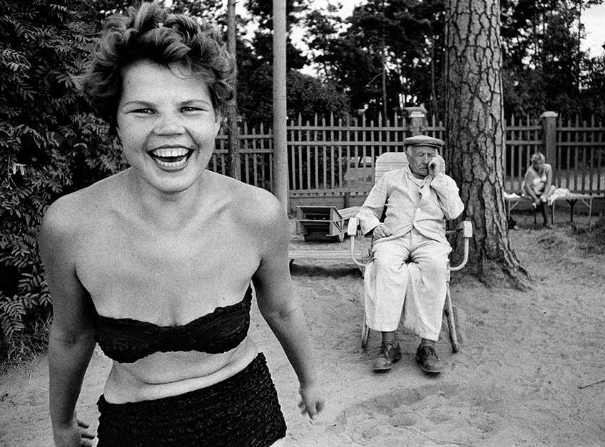 William Klein. Bikini, Moscova river's beach, Moscow 1959