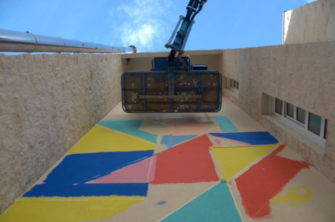 Anna Taratiel interviene los muros de la Facultad de Ciencias Sociales de Teruel con motivo de Tuenti Urban Art Project