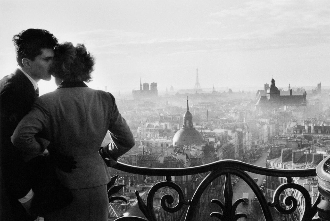 Willy Ronis. Pareja de enamorados en la Bastilla, 1957