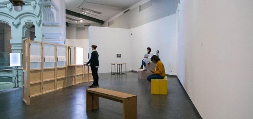 El centro en desplazamiento. María Lois, Manuel Segade y Azucena Vieites charlan sobre el trabajo de Carme Nogueira en CentroCentro