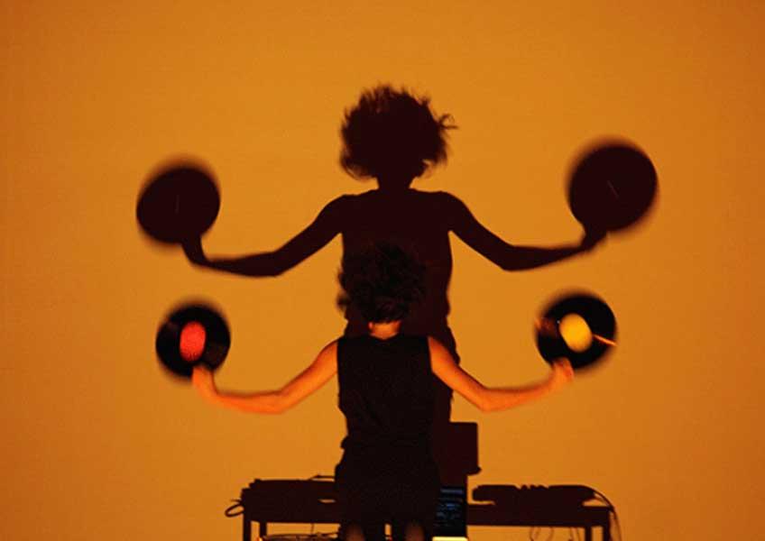 Mix-en-scene. Música, danza y performance con Amaranta Velarde y Alba G. Corral en el Museo Reina Sofía