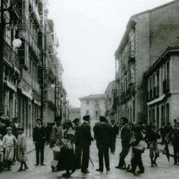 La ciudad está en mi álbum: un taller de fotolibro colectivo a partir de relatos autobiográficos en el MUSAC
