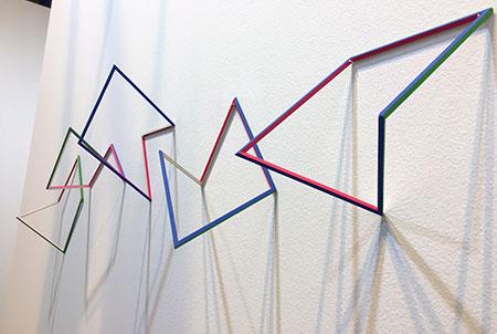 Jimena Kato m/m (maquette/modules), 2017 Listones de pino, pintura acrílica y acuarela. Dimensiones variables Rodríguez Gallery (Poznan, Polonia)