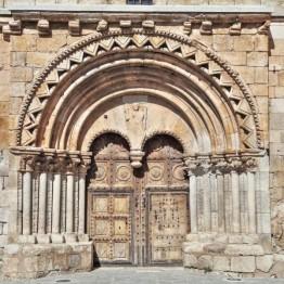 Portada románica de la iglesia de San Miguel Arcángel, Caltojar