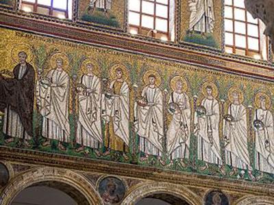 Interior de San Apolinar el Nuevo, Rávena