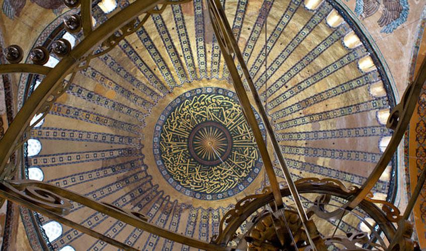 Cúpula de Santa Sofía de Constantinopla desde el interior de la basílica