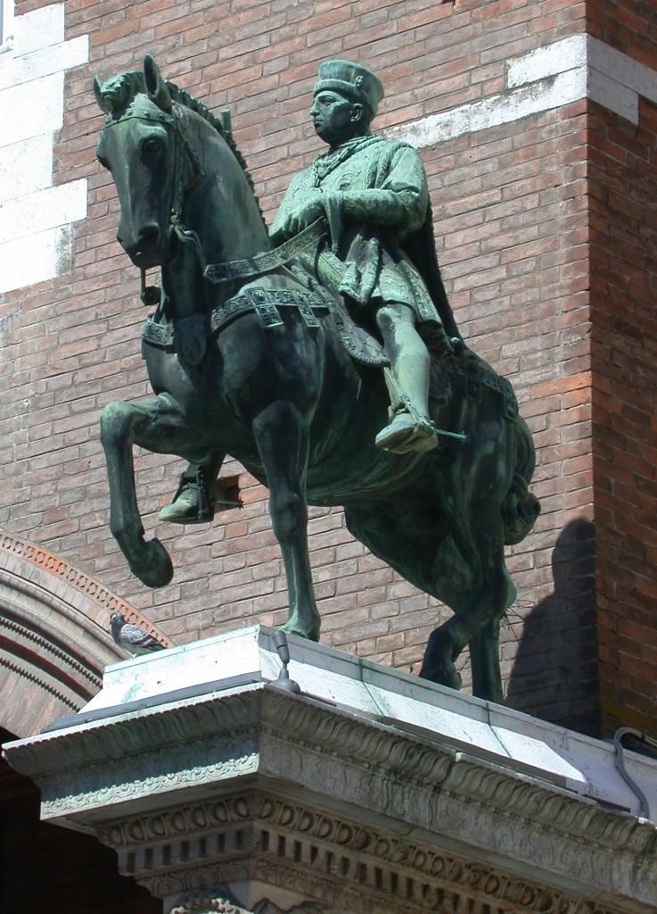 Estatua de Niccolo III d´ Este en Ferrara